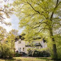 Rückansicht und Garten der Villa Willemsen